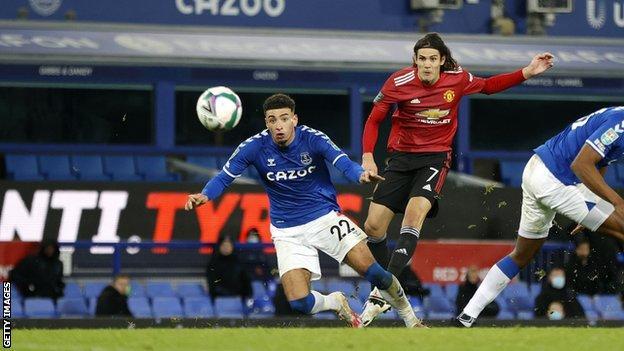Manchester United's Solskjaer praises Cavani; Contract extension reported